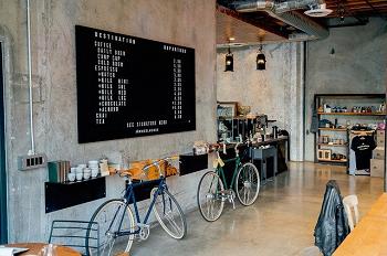 ロードバイクとカフェ