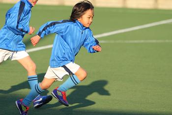 スポーツをする子供