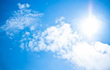 太陽と強い日差し