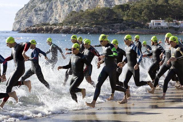 トライアスロンの水泳レース